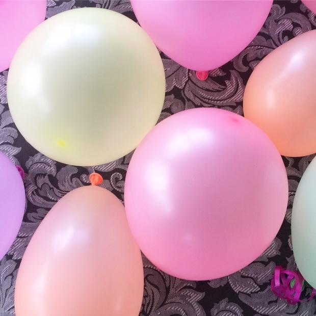 neon-balloons